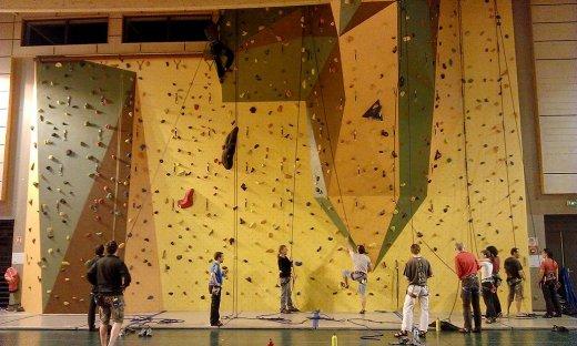 Mur d'escalade du gymnase du centre ville (Jean Moulin)